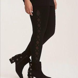 Nwt Torrid size 4 regular laceup side mesh legging